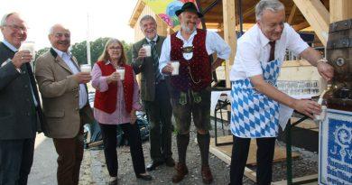 Bei der Eröffnung des ZLF wird traditionell Milch statt Bier angezapft. Foto: BBV
