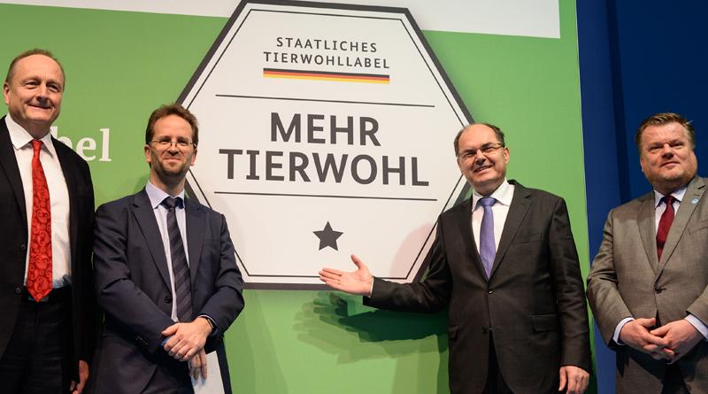 Bundesminister Schmidt präsentierte am Donnerstag das staatliche Tierwohl-Logo. Foto: obs/Messe Berlin GmbH