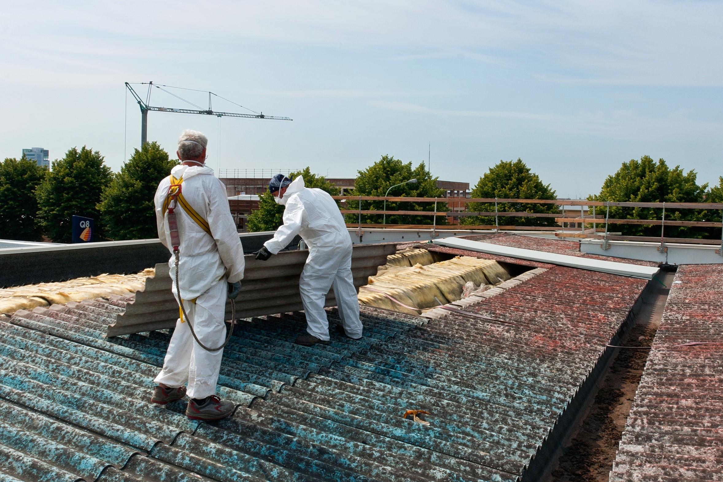 Berühmt Asbestentsorgung: Solarinvestoren finanzieren Dachsanierung @DE_95